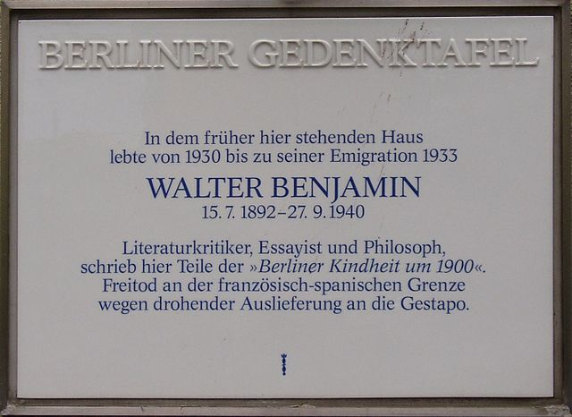 The memorial plaque to Benjamin in Wilmersdorf, Berlin Ⓒ Wikinaut/WikiCommons