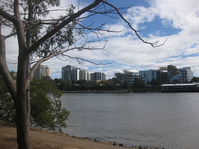 640px-Brisbane_river_from_West_End