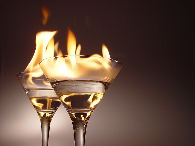Flaming cocktails | © Nik Frey / Wikipedia