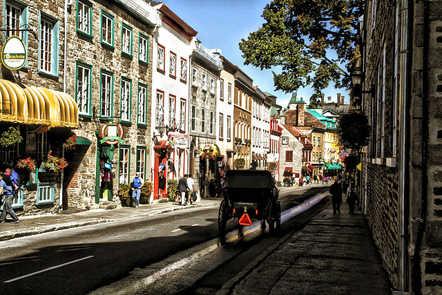 Rue Saint-Louis, Vieux Quebec (Old Quebec) - Quebec City © Yacosta/WikiCommons