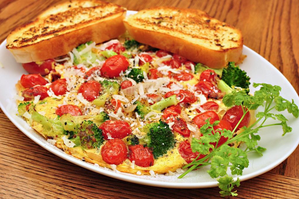Tomato broccoli frittata | © jeffreyw/Flickr