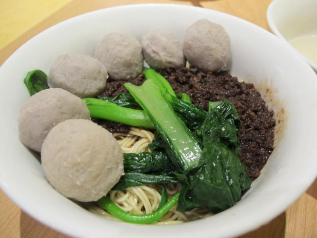 Beef ball noodles at Hutong, Lot 10, KL | © Li Tsin Soon/Flickr
