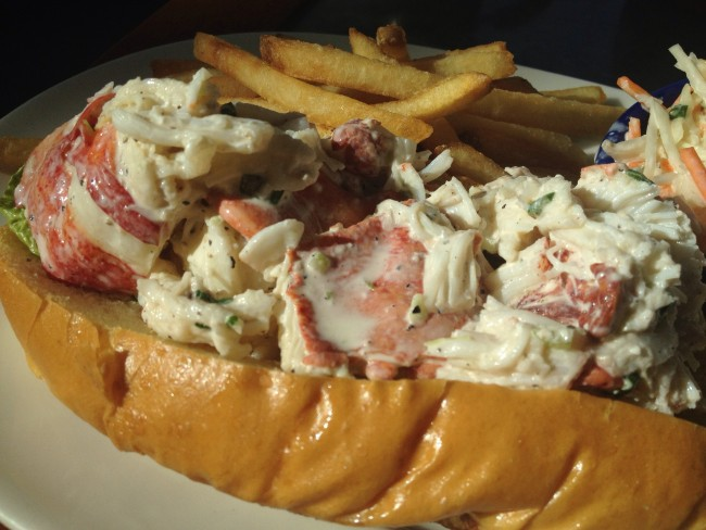 Lobstah Roll [Legal Sea Foods] | © Food Group/Flickr