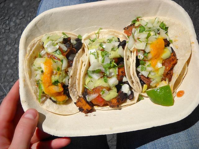 Roasted yam and black bean taco I © Jennifer/Flickr