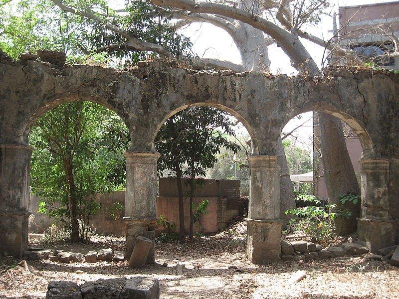 Ruins of the St John the Baptist Church in SEEPZ, Mumbai | © Nicholas/WikiCommons
