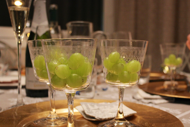 12 Grapes before midnight | © Chris Oakley/Flickr
