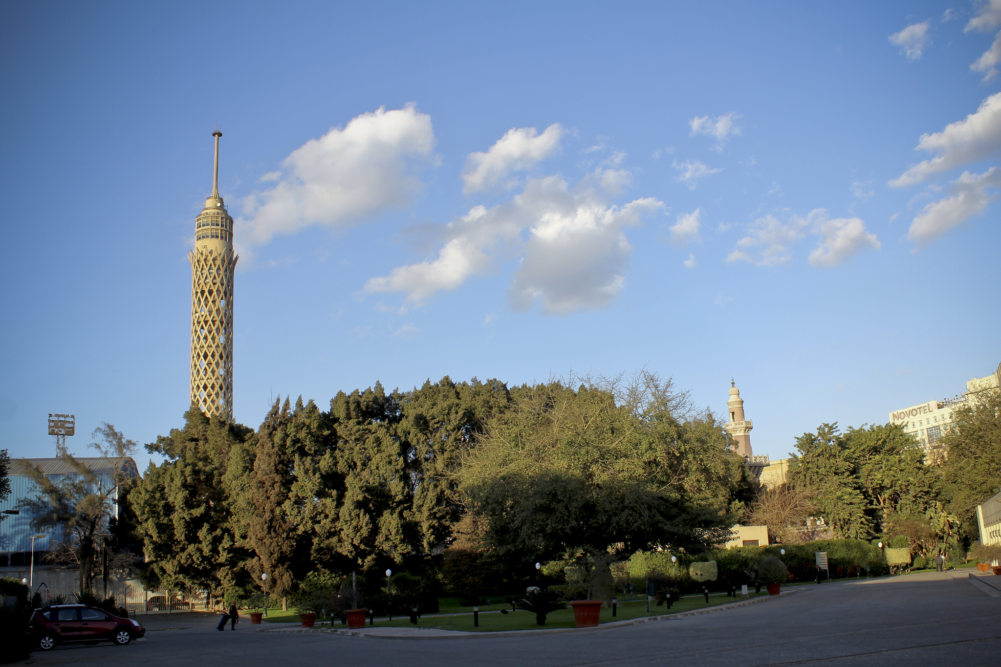 Cairo Tower (in Zamalek) © Gigi Ibrahim/Flickr