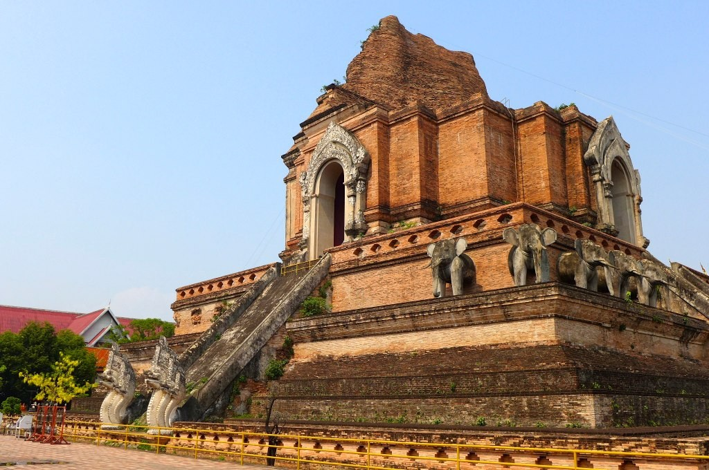Built 600 years ago, Wat Chedi Luang is the largest structure in Chiang Mai, standing at a towering height of 280 feet © Madeleine Deaton / Flickr