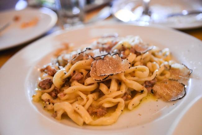 black truffle pasta © Eric Chan/Flickr
