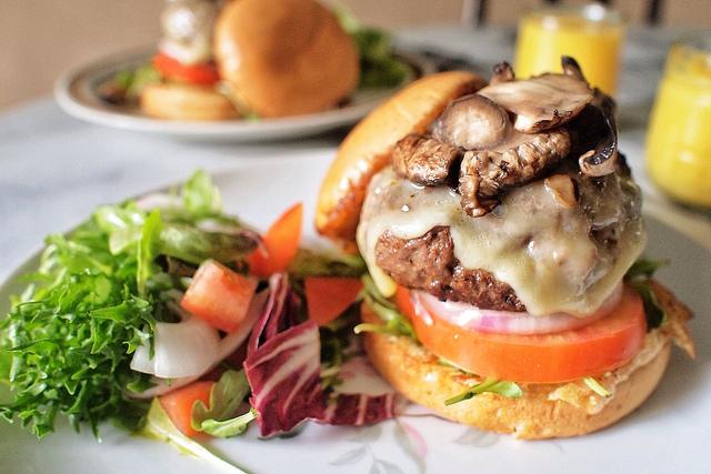 Burger [ © Jonathan Lin Flickr ]