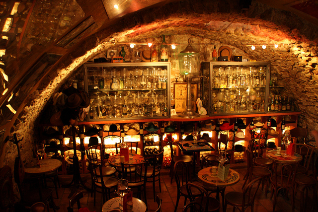 Antibes, Absinthe Bar © adam w/Flickr