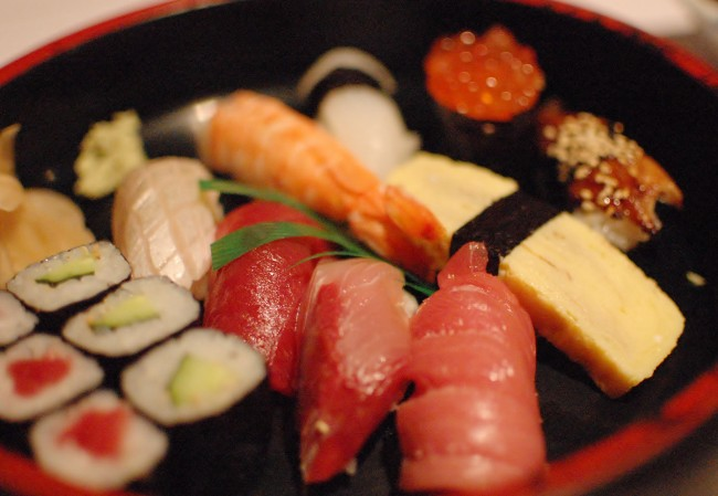 Assorted Sushi Plate | © jen/Flickr