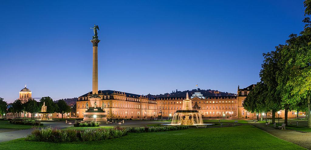 Neues Schloss, Schloßplatzspringbrunnen, Jubiläumssäule | ©Julian Herzog/WikiCommons