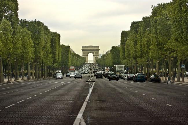 Avenue_des_Champs-Élysées_2009