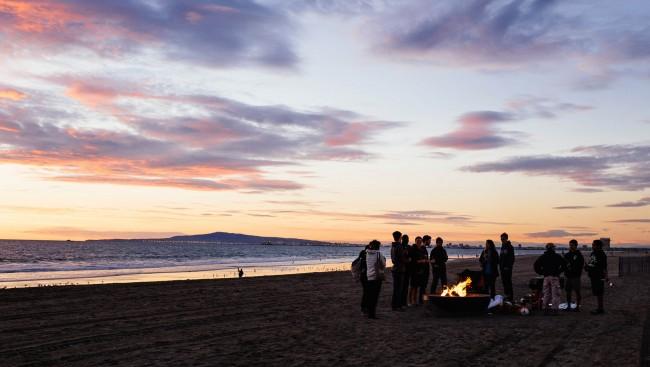 Build a bonfire| © Michael Saechang/Flickr
