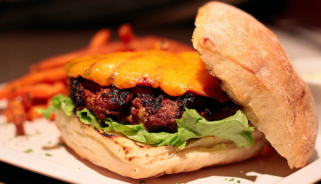 Bacon cheeseburger | © Waferboard/Flickr