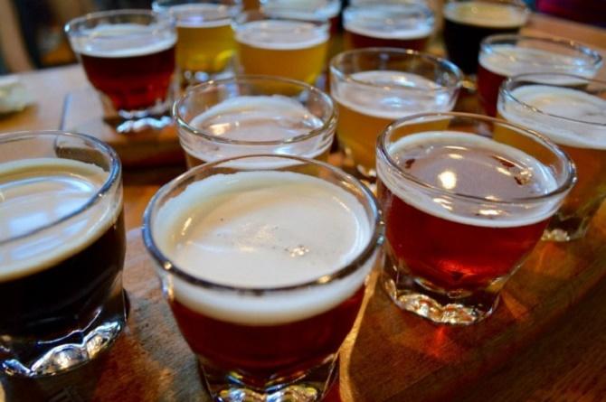 Beer Flights |© Lauren Topor/Flickr