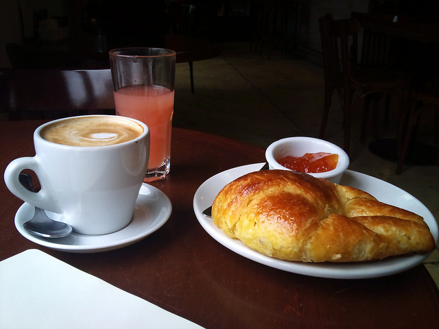 Coffee and Croissant | ©puercozon/Flickr
