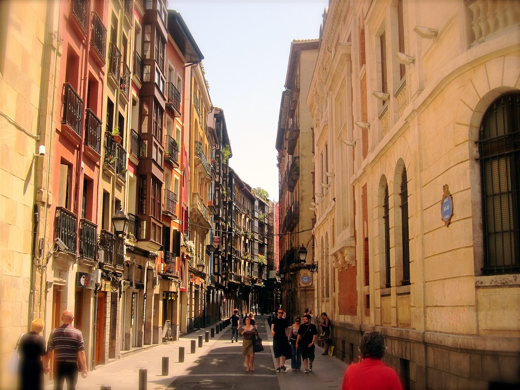 "<a href=""https://www.flickr.com/photos/edans/4779662851"" target=""_blank"" rel=""noopener noreferrer"">Casco Viejo, Bilbao | © Enrique Dans/Flickr</a>"