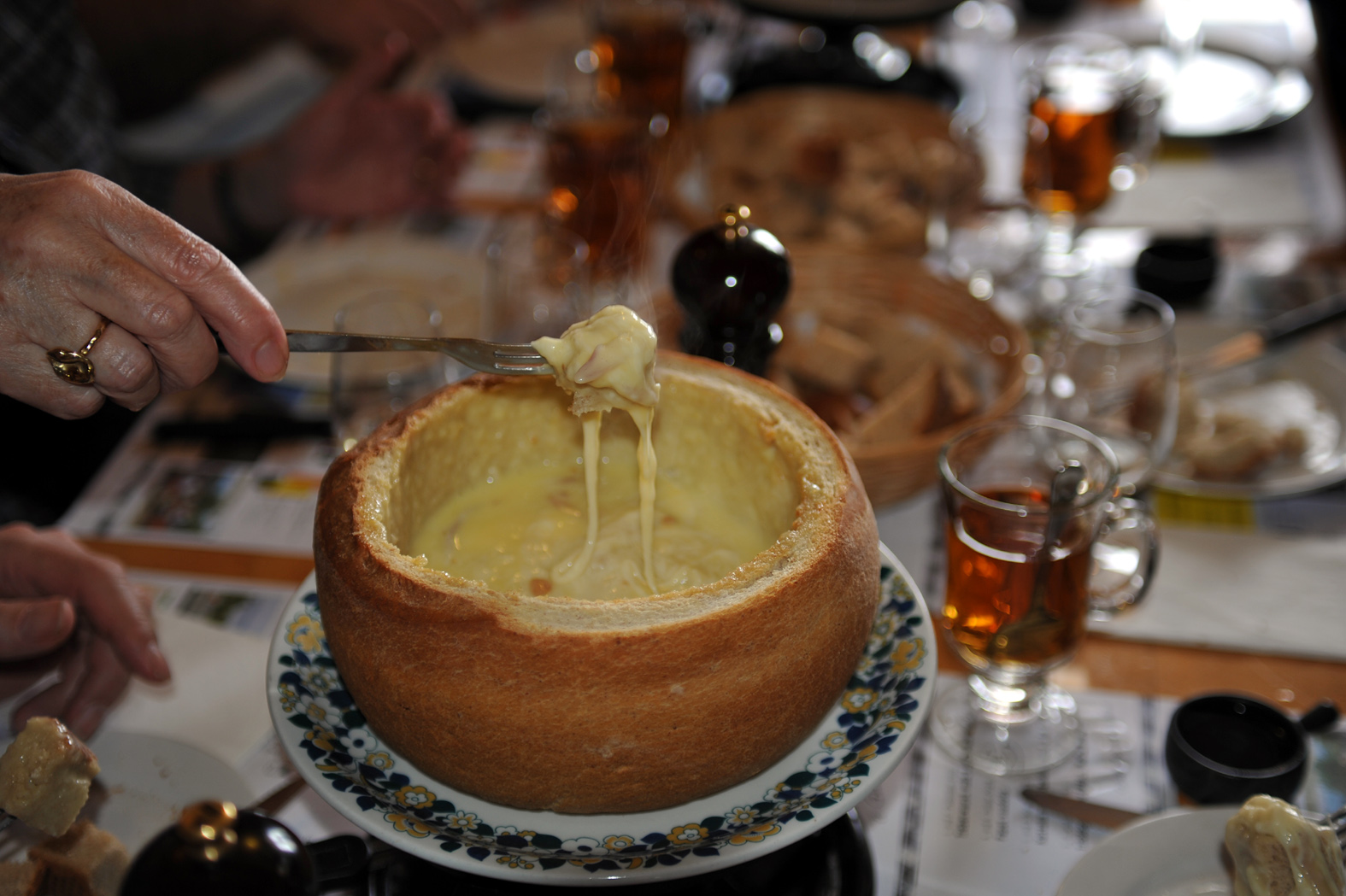 Cheese fondue in bread | © Хрюша / Wikipedia