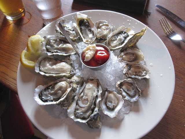 Oyster Plate | ©cee emily/Flickr