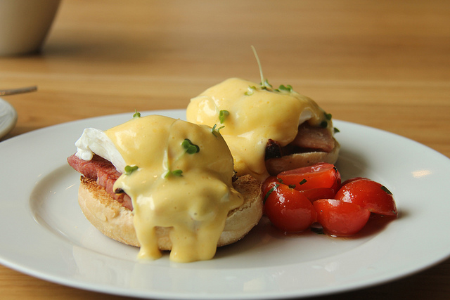 The eggs benedict at Loudons Cafe and Bakery © Jon Mountjoy/Flickr
