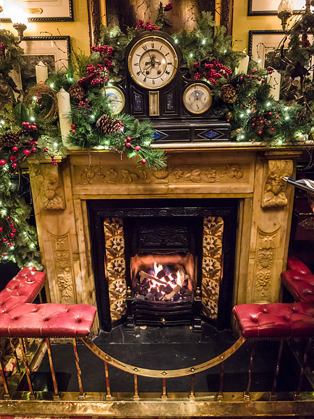 The roaring fire at Christmas time | © James Petts/WikiCommons