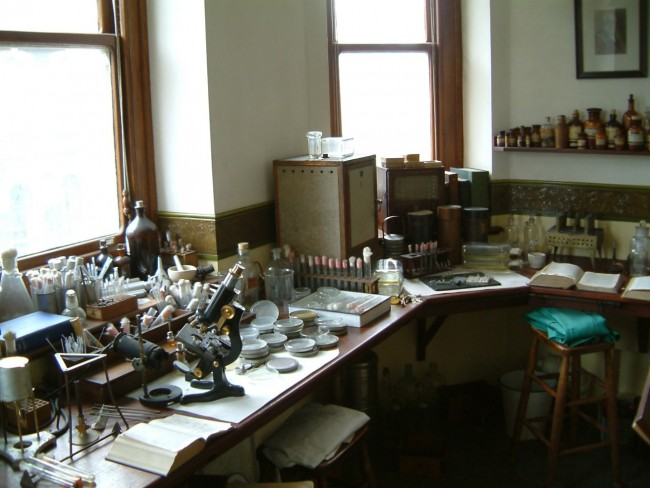 Alexander Fleming's laboratory l Courtesy of the Alexander Fleming Laboratory Museum, Imperial College Healthcare NHS Trust