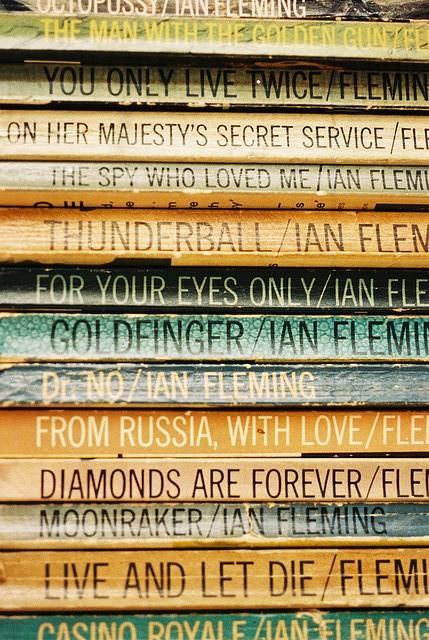 Ian Fleming's Paperbacks | © SchroCat / Wikicommons