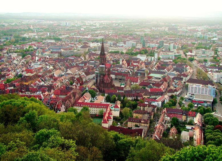 Freiburg vom Schlossberg aus | © Yeats/WikiCommons