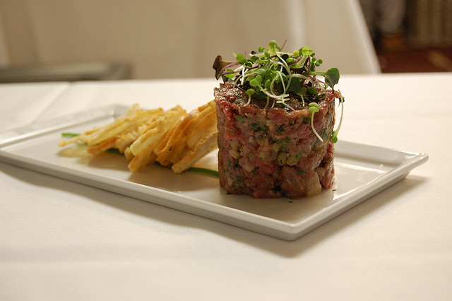 Steak Tartare | ©stu_spivack/Flickr