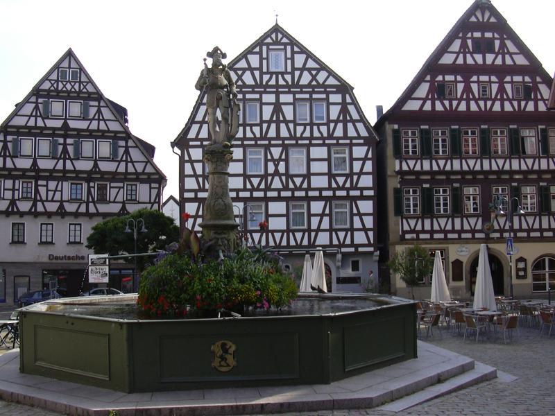 Leonburg Marktplatz | ©W-j-s/WikiCommons