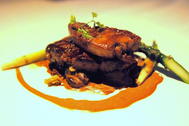 Beef Tenderloin with Foie Gras | ©TummyRumble/Flickr