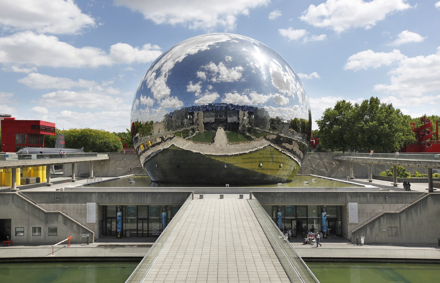 Urban splendors of parc de la villette in paris for Salon a porte de la villette