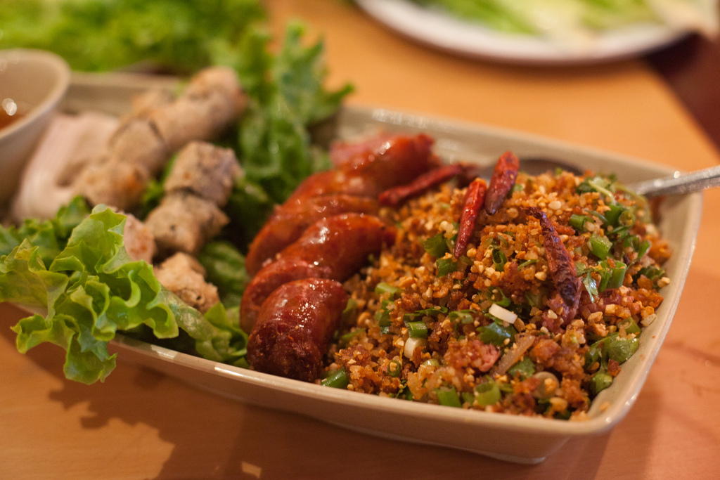 Lao sausages with rice salad and spring rolls | © Neil Conway/Flickr