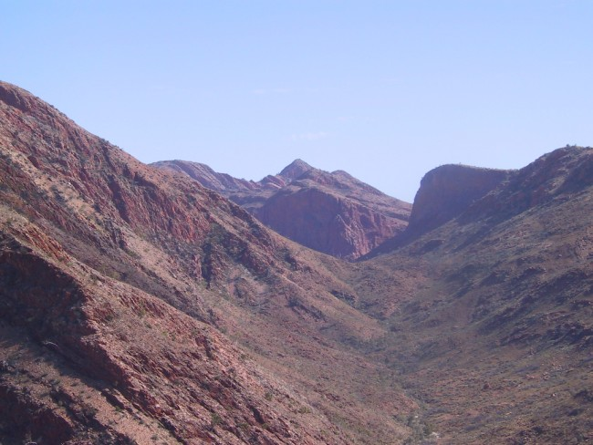 Along the Larapinta Trail © Felix Dance/WikiCommons