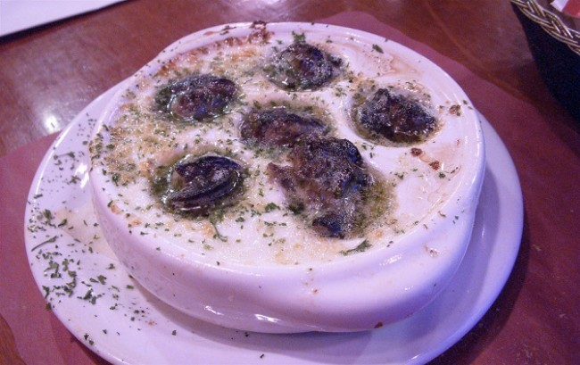 Escargot with garlic and parsley from Le Petit Coin Latin | ©LW Yang/Flickr