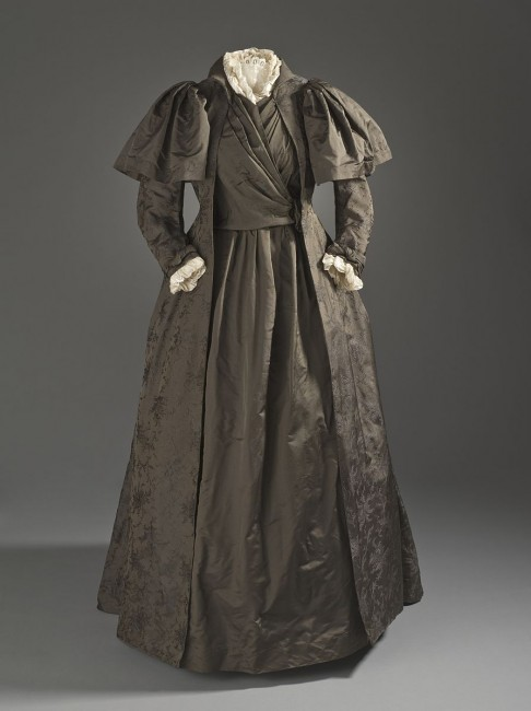 Liberty and Company Tea Gown | © PKM / WikiCommons