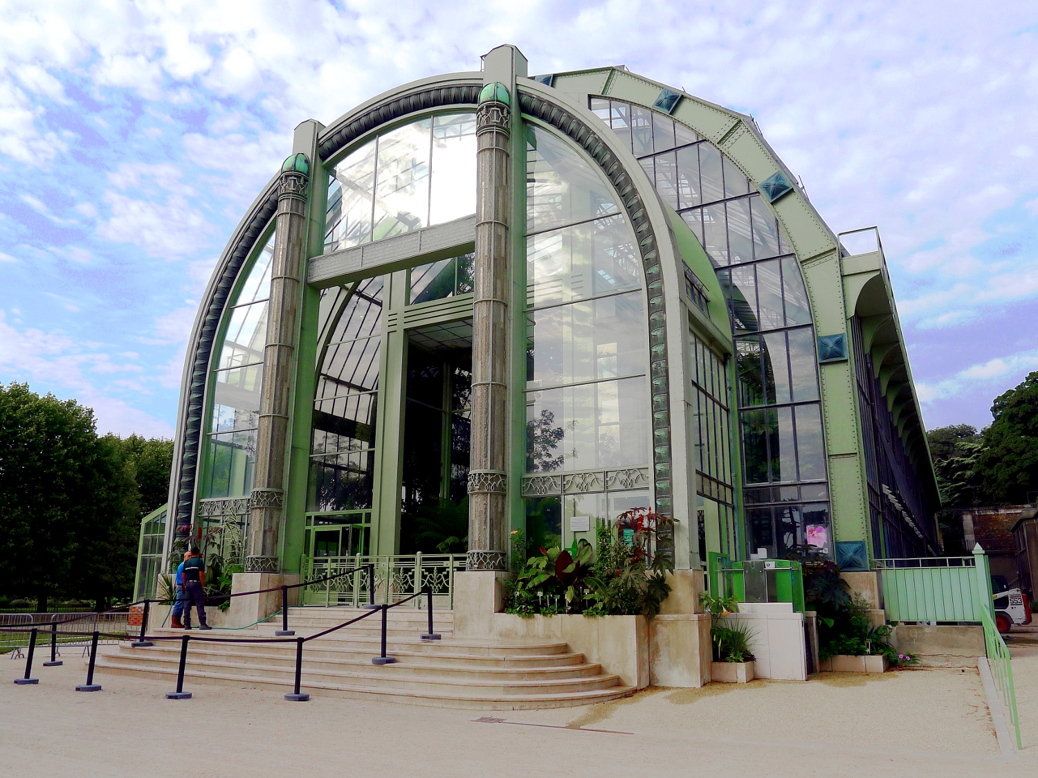 Indoor gardens in paris urban retreats for Jardin plantes paris