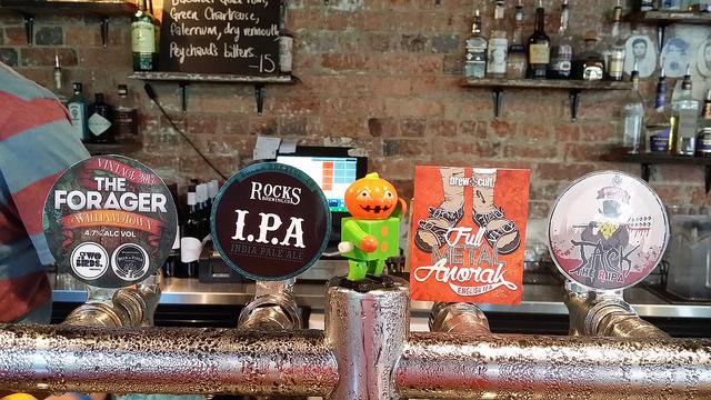Craft beers on tap | © Rae Allen/Flickr