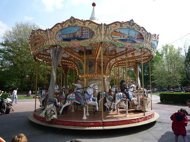 Carousel at Parc des Dondaines | ©Jännick Jérémy/Flickr
