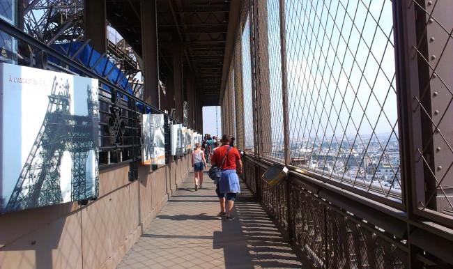 Paris_Eiffel_Tower_First_floor_visitors_01a,_29_August_2013 (1)