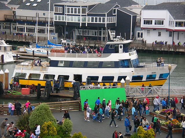 Blue & Gold Fleet © BrokenSphere / Wikimedia Commons
