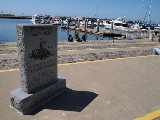 Beautiful Day at Jack London Square © Flickr/Marlon E