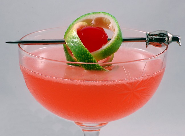 Pink Lady with a twist of lime © WxMom/WikiCommons