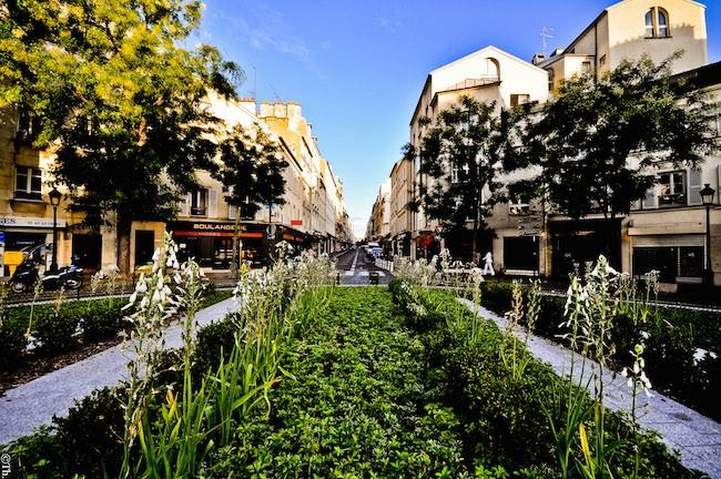 Place_du_Docteur-Félix-Lobligeois_&_Rue_des_Batignolles,_Paris_15_August_2011