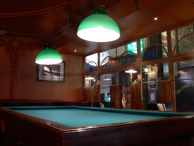 Pool table in a bar | © WikiCommons