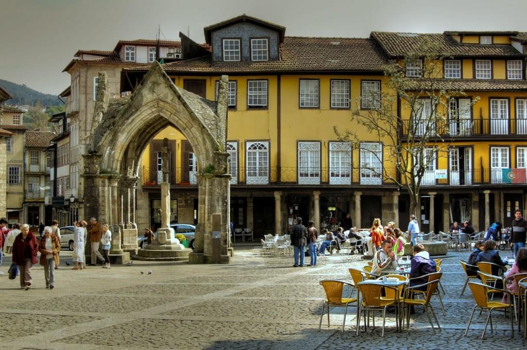 Place de Oliveira, Guimaraes  ©Feliciano Guimaraes/ Wikicommons