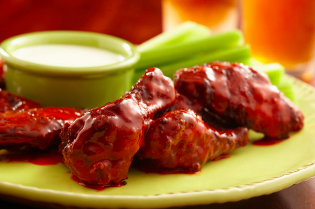 Chicken wings with celery|©USDA