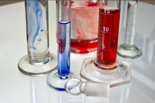 Transparent Chemistry Glass Tubes|©Horia Varlan